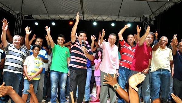 Alan faz gesto de Lobão Filho - Pra Frente Maranhão.