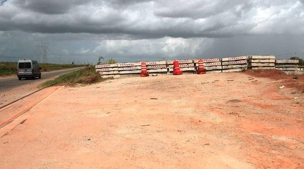 PARECE PIADA: DNIT culpa a chuva por obras de duplicação da BR-135 estarem paradas.