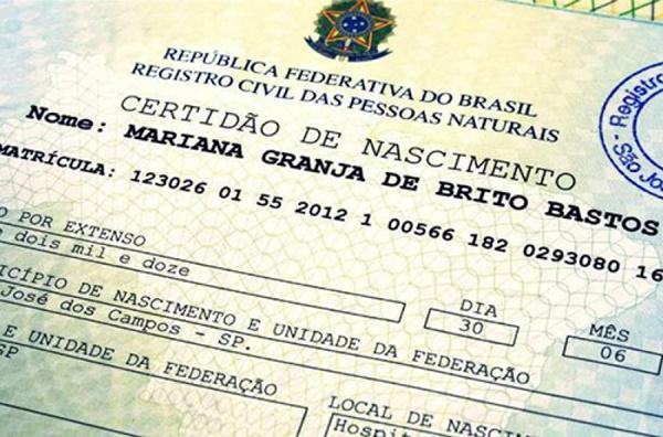 Novo modelo de certidão de nascimento permite inclusão de nome de padrasto.