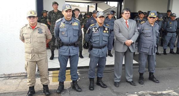 CMT- DO BOMBEIRO CEL CBM CÉLIO ROBERTO, CMT- GERAL DA PMMA CEL PM ALVES E AUTORIDADES.
