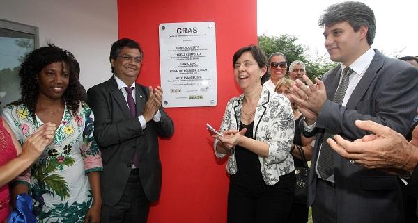 A secretaria da juventude, Governador Flávio Dino, ao centro; ao lado a ministra do Desenvolvimento Social, Teresa Campello, do outro lado o secretário de Estado do Desenvolvimento Social, Neto Evangelista.