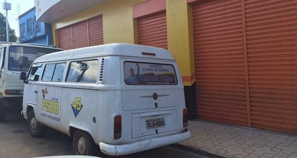 CRIME ELEITORAL (Crime eleitoral com a foto em veículos do pré-candidato a prefeito Calvet Filho fora da data permitida).