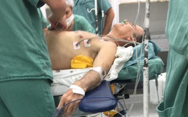 Jair Bolsonaro leva facada durante ato de campanha em Juiz de Fora.
