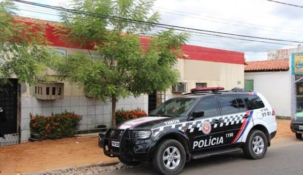 Sete presos fogematravés de um buraco na parede daCentral de Flagrantes em Timon (MA).