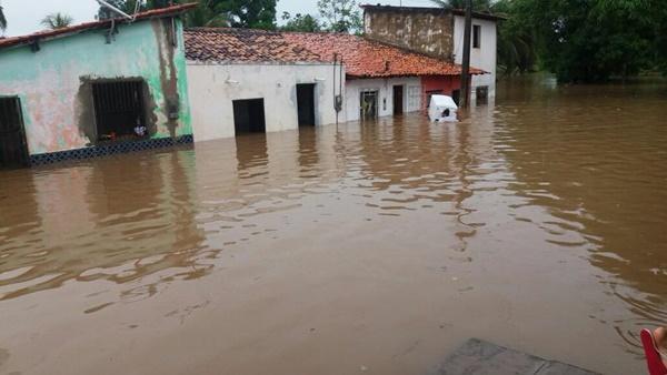 Corpo de Bombeiro divulga estado de emergência em 11 municípios por conta das fortes chuvas.
