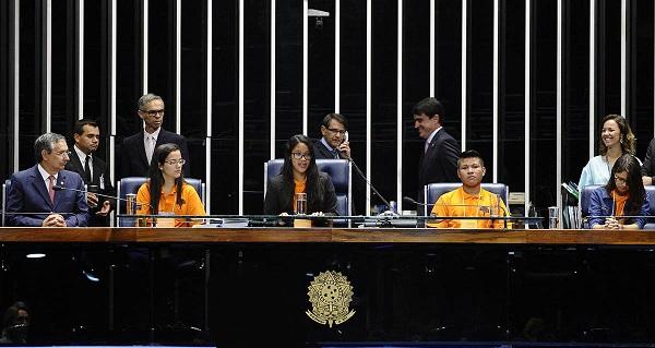 Cindyneia Ramos Cantanhede, do Centro de Ensino Liceu Maranhense, foi eleita presidente da Mesa Jovem do Programa Jovem Senador 2015.