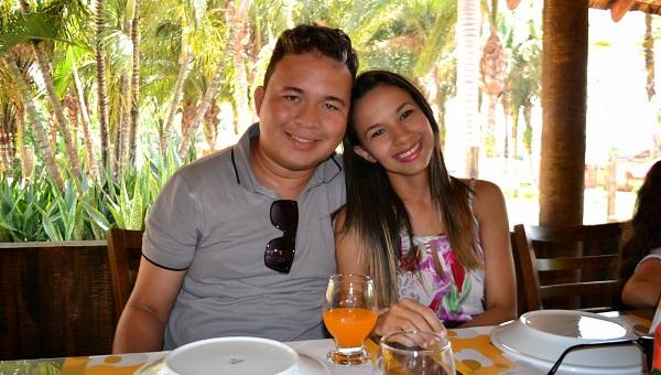 Comunicador Daniel Mendes e a esposa Layse Mendes.