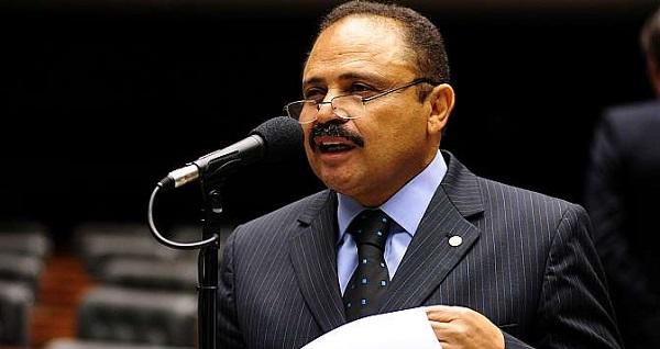 Em caso de queda ou renúncia de Cunha, Waldir Maranhão só assume por cinco sessões.