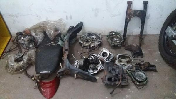 Policia militar descobre desmanche de motos em matagal na cidade de Santa Rita.