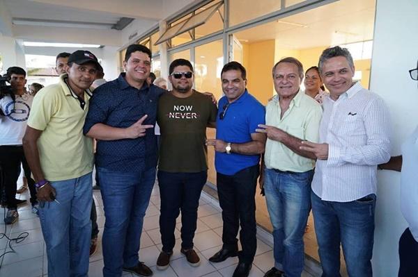 """O """"Moral da BR"""" Deputado Josimar Maranhãozinho recebe apoio em Carolina, na companhia do pré-candidato a deputado estadual, Hélio Soares."""