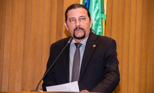 Deputado Júnior Verde busca alternativa para reabertura de escola na Santa Bárbara.
