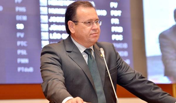 Ministro nega pedido de suspensão de processo contra deputado Stênio Rezende por crimes de falsidade.