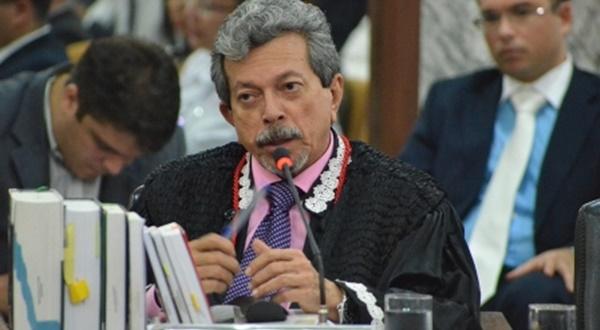 Desembargador do TJMA vai parar na UTI, em São Luís.