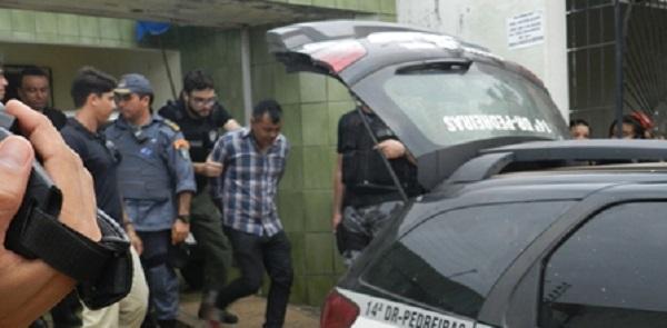 Sequetrador sendo preso.