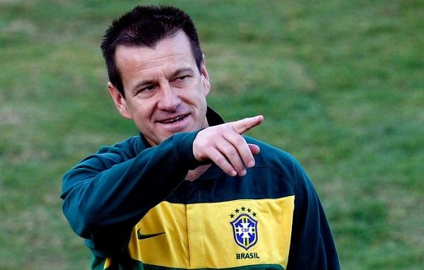 Dunga esteve à frente da seleção brasileira durante a Copa de 2010.