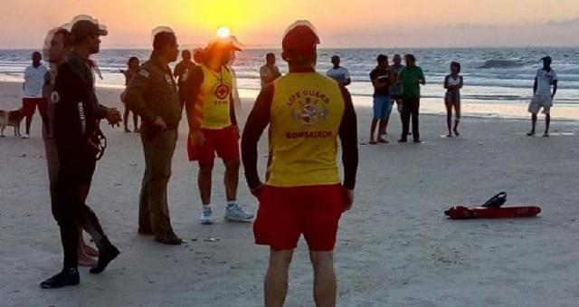 TRAGÉDIA: corpo do 2º adolescente afogado na Praia do Araçagi é encontrado.