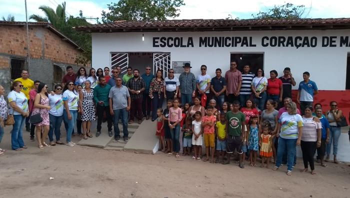 Prefeitura de Cachoeira Grande Com ampla reforma e recursos próprios reinaugura escolas em Povoados e entrega três ônibus escolares.