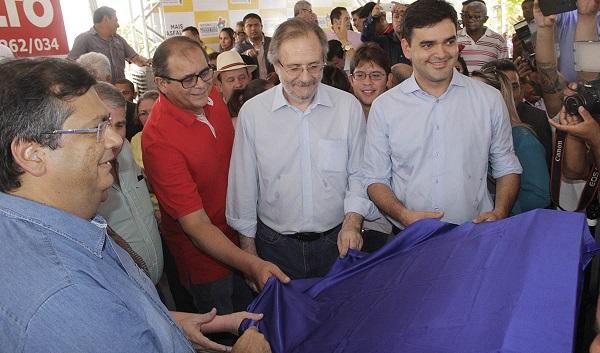 Governador Flávio Dino, o presidente da Assembleia Legislativa, deputado Humberto Coutinho; ministro Miguel Rosetto e o deputado federal Rubens Júnior. Durante a inauguração da agência do INSS em Matões.