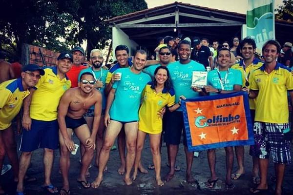 Equipe da Escola de Natação Golfinho.