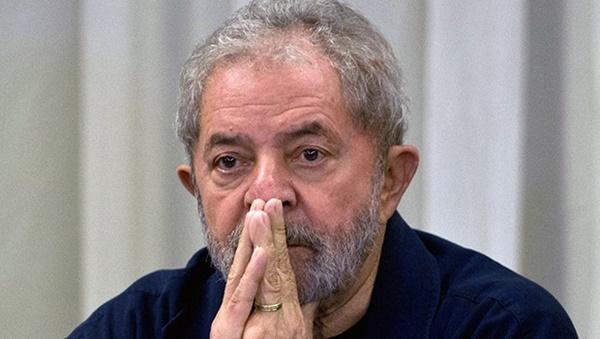 Lula longe de ser solto! Defesa desiste de pedido de liberdade no STF.