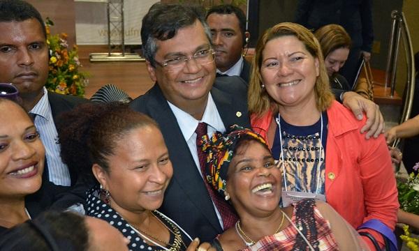FLÁVIO DINO E O CARINHO COM AS MULHERES.