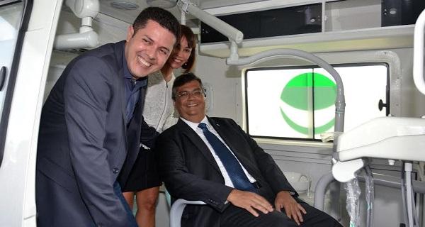 FLÁVIO DINO ESTREOU O ODONTOMÓVEIS.