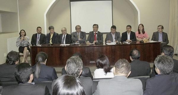 Flávio Dino em Reunião com deputados.