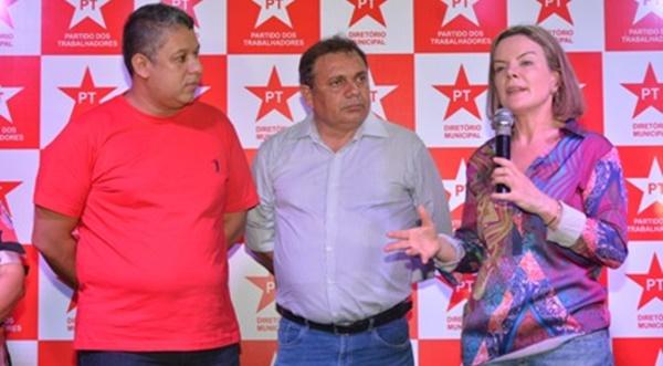 PEGO NA MENTIRA: Gleisi Hoffmann desmente apoio a Waldir Maranhão para o senado.