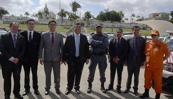 Governador Flávio Dino, Deputados e a cúpula da segurança pública.