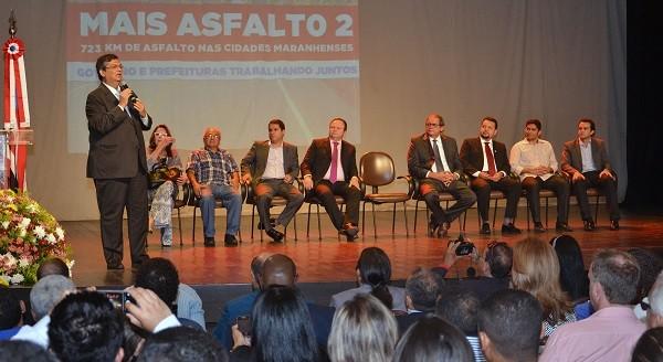 Governador Flávio Dino anuncia novos investimentos na segunda etapa do programa 'Mais Asfalto'.