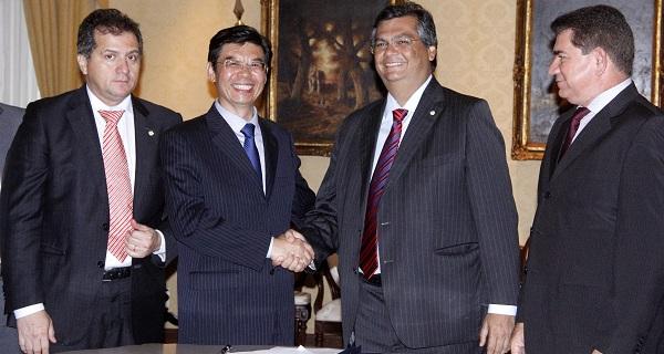 – Governador Flávio Dino ao lado do CEO da empresa CBSTEEL, Zhang Shengsheng, e de secretários de Estado em recepção à comitiva chinesa no Palácio dos Leões.
