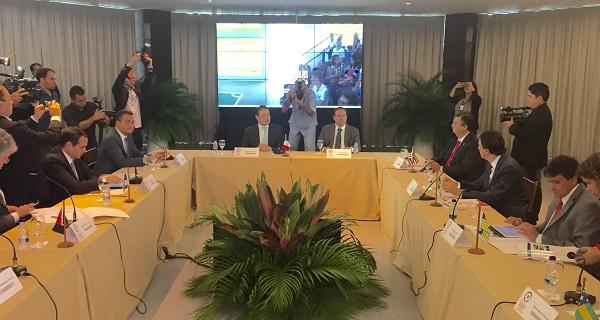Governador Flávio Dino ao lado dos outros oito governadores na defesa de investimentos para o crescimento econômico e social do Nordeste.