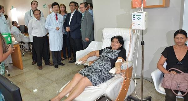 Governador Flávio Dino, com o secretário de Saúde, Marcos Pacheco, em recente visita às instalações da clínica de radioterapia em Imperatriz.