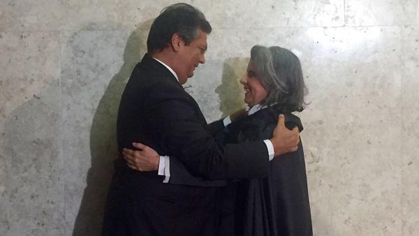 Governador Flávio Dino cumprimenta Cármen Lúcia na solenidade de posse do STF.