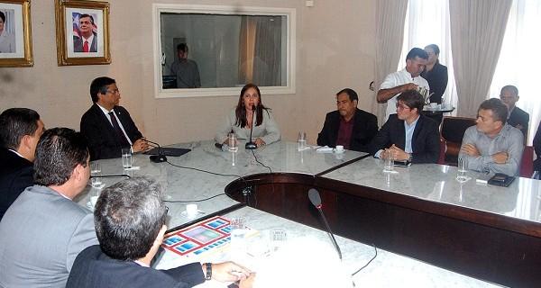 Governador Flávio Dino oficializou o Feirão do Servidor acompanhado de empresários, sindicatos e associações ligadas ao setor imobiliário.