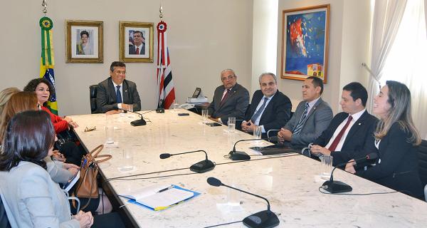 Governador Flávio Dino, reunido com os secretários Áurea Prazeres (Educação) e Marcelo Tavares (Casa Civil) e do procurador geral do Estado, Rodrigo Maia, recebe promotores de Justiça no Palácio dos Leões.