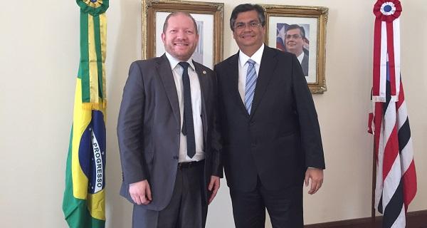 Governador confirmou inauguração e o nome de Leonardo Sá como diretor do hospital, durante audiência com o deputado Othelino Neto.
