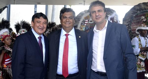 Governadores do Ceará, Camilo Santana, do Maranhão, Flávio Dino, e do Piauí, Wellington Dias, assinaram nesta manhã a retomada da Rota das Emoções.