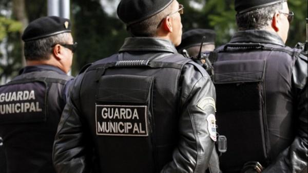 STF decide que guardas municipais podem portar armas de fogo.