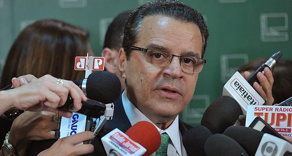 LAVA JATO DERRUBA MAIS UM: Ministro do Turismo Henrique Eduardo Alves pede demissão.