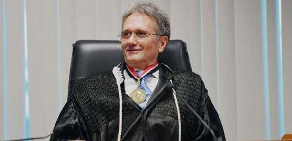Itaércio Paulino da Silva toma posse como membro efetivo.