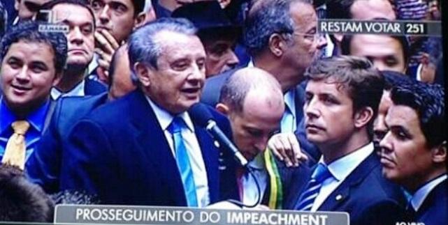 José Reinaldo ignorou os apelos de Flávio Dino e votou contra Dilma.