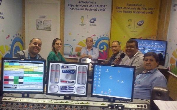 Juraci Filho da Rádio Timbira do Maranhão. Transmitindo o jogo da copa 2014.