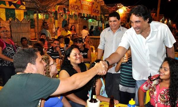 LOBÃO FILHO E O PREFEITO ALAN VISITANDO AS BARRACAS JUNINAS.