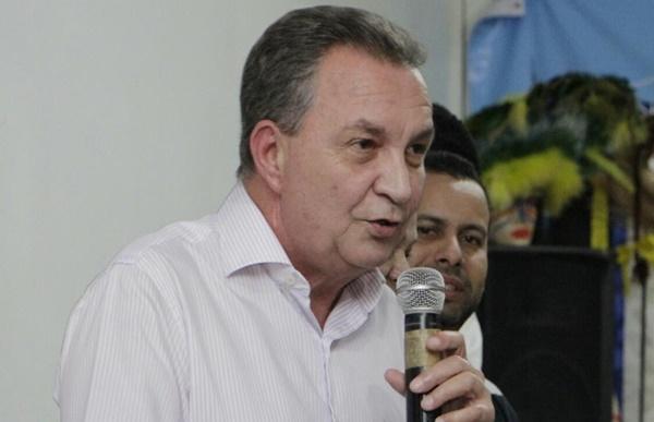 Luis Fernando antecipa salário de dezembro em São José de Ribamar.