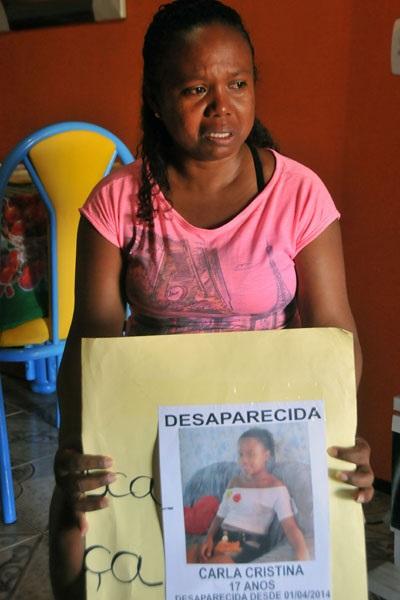 Mãe de Carla Cristina espera notícias e já foi à polícia registra ocorrência.