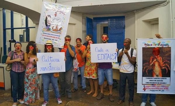 MANIFESTANTES DENTRO DA CULTURA.
