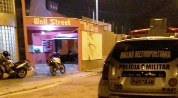 Mulher é baleada na cabeça pelo ex-marido dentro de motel em São Luís.