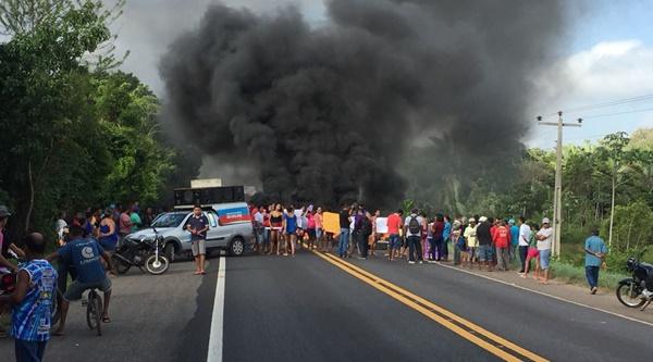 População de Presidente Vargas realiza protesto e interdita a BR-222 no Leite.