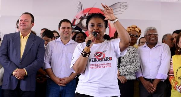 Ministra Nilma Lino Gomes explica a importância do combate ao mosquito transmissor do Zika Vírus.